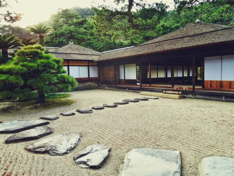 Garden styles - Japanese gardens - Gravel and stepping stone - dearplants.com