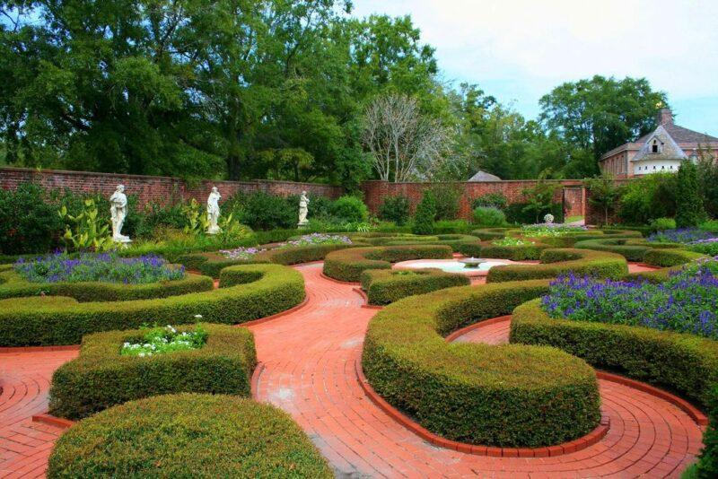 Garden styles - formal gardens - small gardens
